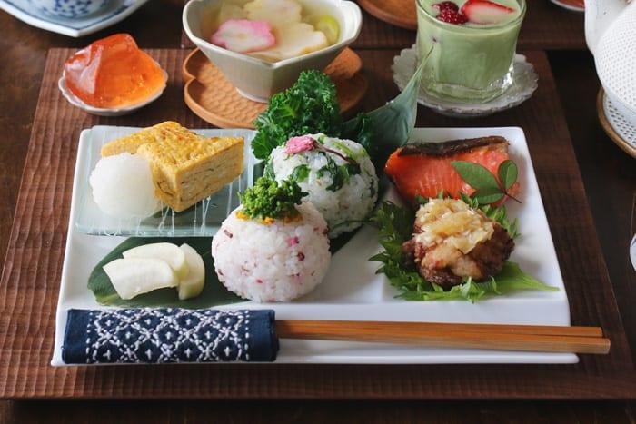 美しくて使いやすい!お箸が置けるパレット皿で春の和朝食