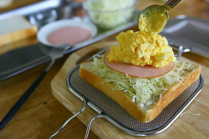 グリルホットサンドメッシュとコンビニ食材で、簡単おいしいホットサンド