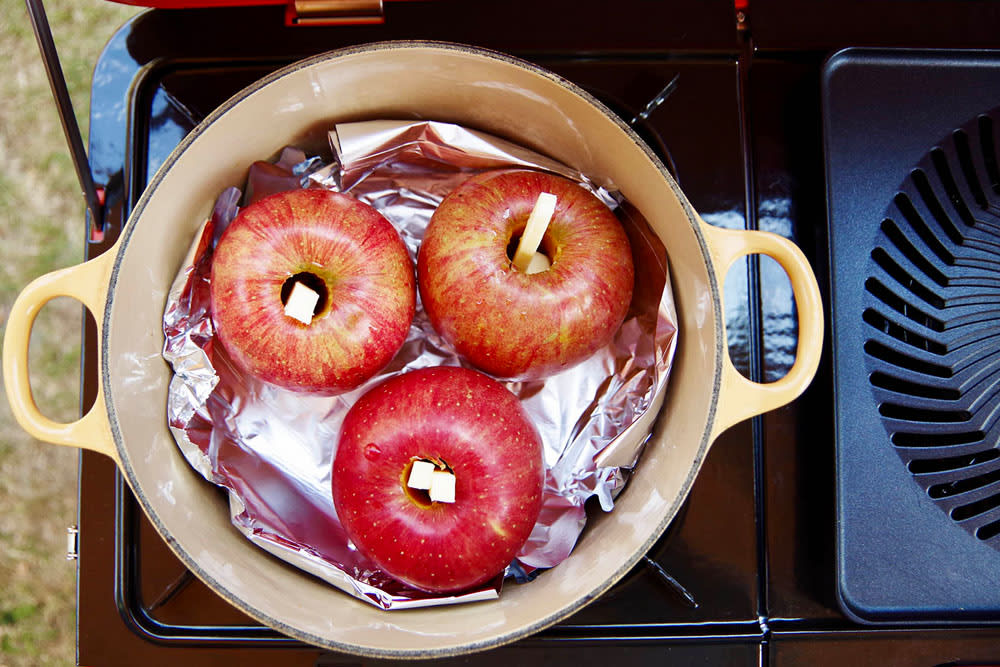 長時間のトロ火もOK!ツーバーナーで作る超簡単 焼きリンゴ