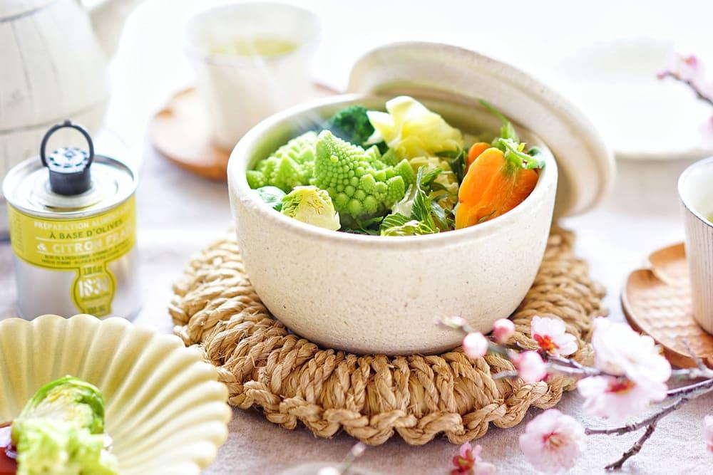 蒸し野菜をたっぷりおいしく食べよう!「陶器のおひつ 陶珍」で簡単レンジ調理