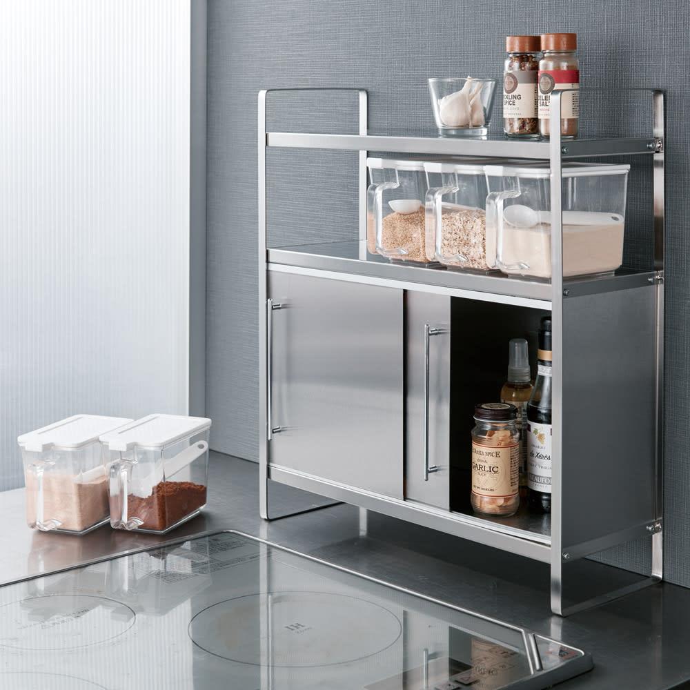 キッチンワゴン、食器棚で収納を拡張