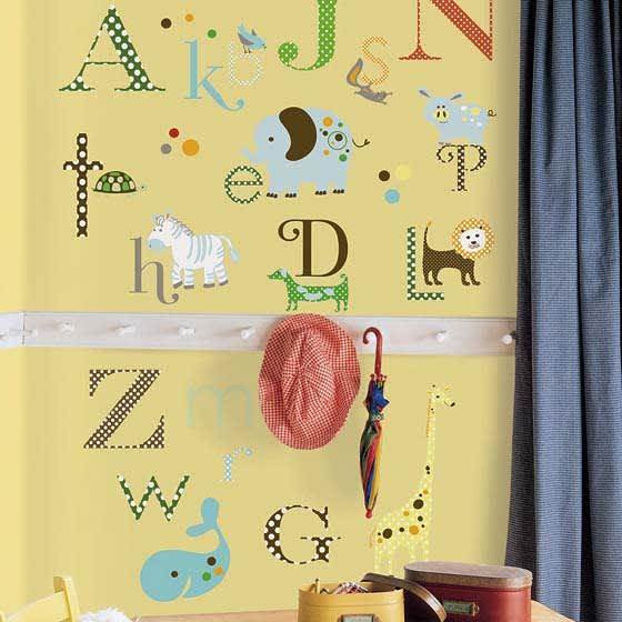 YORK社製 壁用ステッカー「アニマルアルファベット」