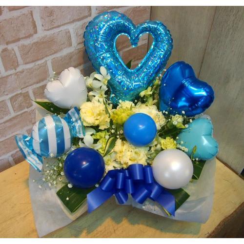 バルーン&生花◆お花もたっぷり♪ブルー&白◆<br>6,050円(税込)
