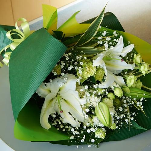 白いユリとバラの花束<br>5500円(税込)