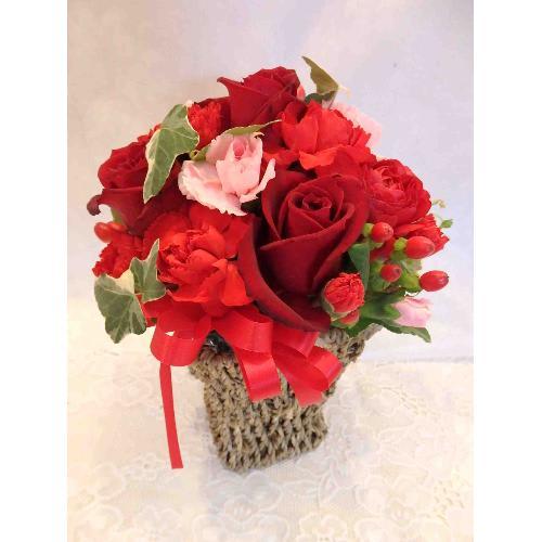 赤いバラのアレンジメント<br>3,300円(税込)