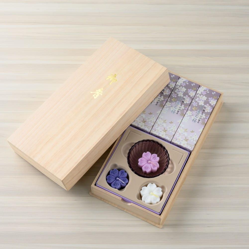 宇野千代 お線香淡黒の桜と浮ローソクセット<br>3,850円(税込)