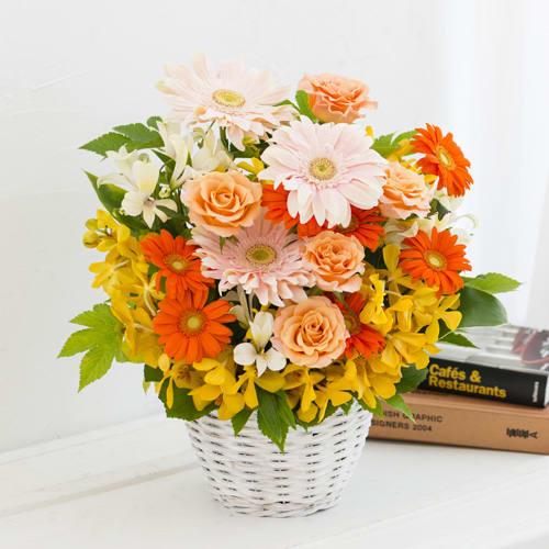 オレンジガーベラとバラのアレンジメント<br>7,700円(税込)