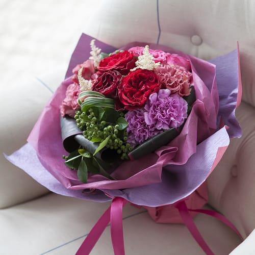 バラとピンクパープルのラウンドブーケ<br>5,500円(税込)