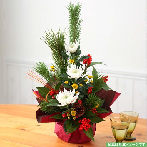 白菊と松のアレンジメント <br>3850円(税込)