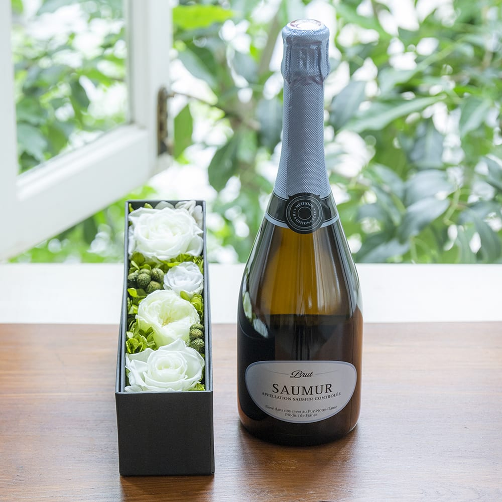 フランスのスパークリングワインとプリザーブドフラワーのギフトセット<br> 9,845円(税込)