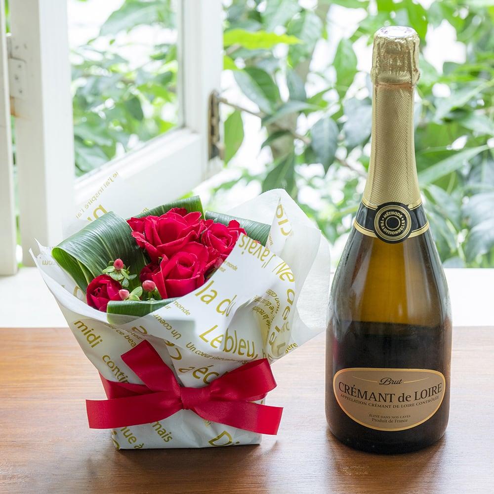 フランスのスパークリングワインとお花アレンジメントのギフトセット<br>8,360円(税込)
