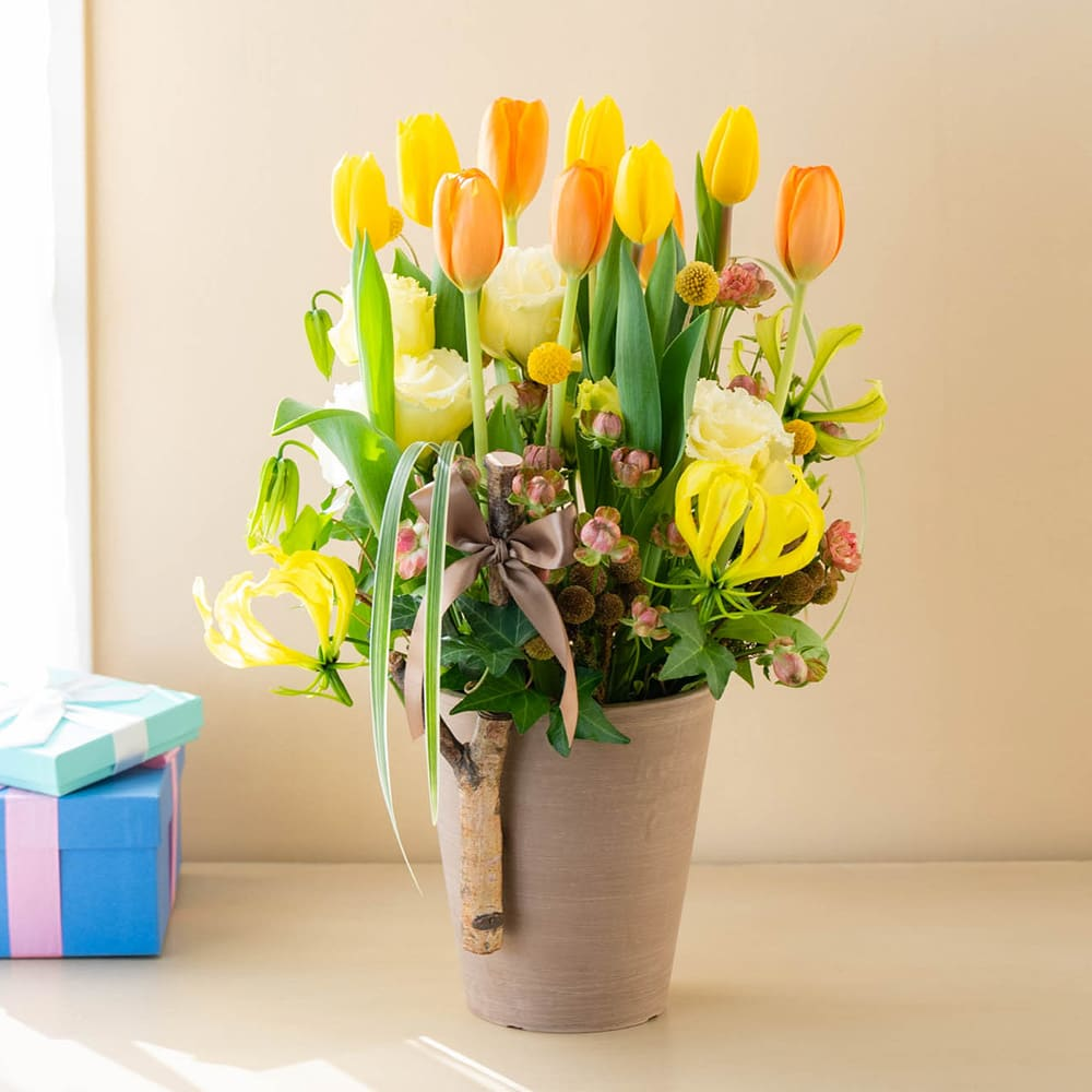 山川大介氏オリジナルアレンジメント「コージーチューリップ 〜cozy tulip〜」<br>8,800円(税込)