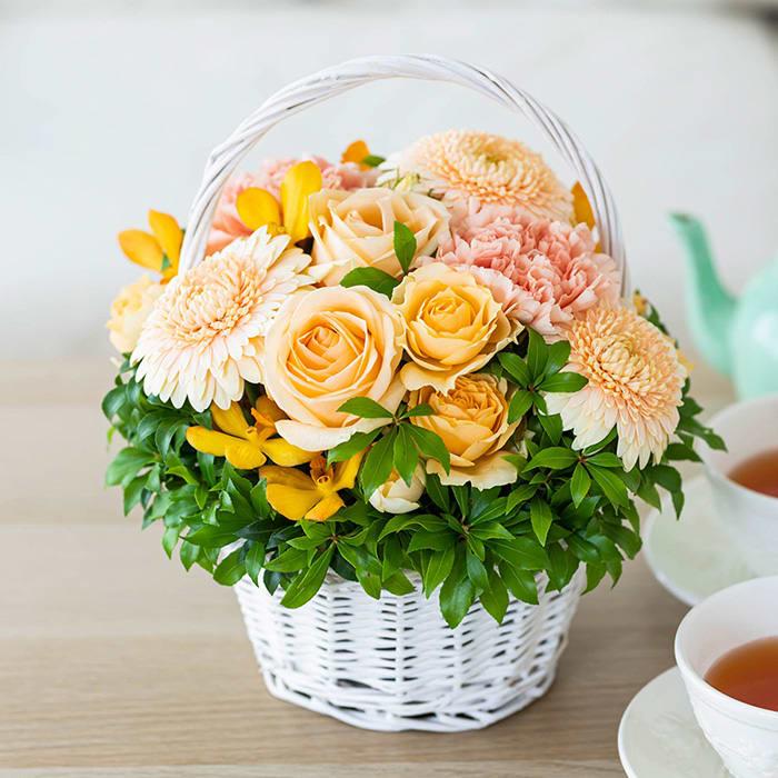 戸津泰征氏制作オリジナルアレンジメント「Agreable fleurs (アグレアーブル フルール)」【2021年敬老の日花ギフト】<br>5,500円(税込)