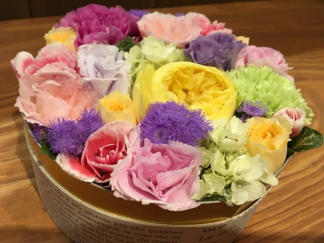 誕生日のプレゼントは華やかなアレンジメントを施したお花で決まり!