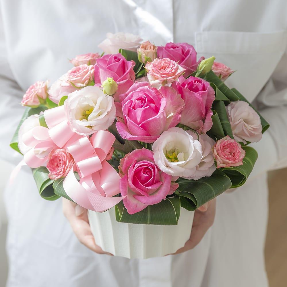 【母の日花ギフト】ピンクのバラのアレンジメント<br>5,500円(税込)