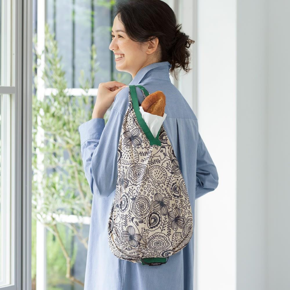 ひと工夫加えられたエコバッグは、バッグに忍ばせておきたい1枚。ファッションや季節に合わせて、エコバッグも色やデザインを変えても素敵です。<br /><br />シュパットコンパクトバッグDrop 単品
