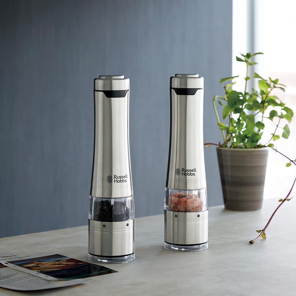 塩コショウは毎日使うものだから、容器にだってこだわりたいもの。料理研究家のキッチンに置いてあるようなスタイリッシュな見ためで、気分も上がります。<br /><br />Russell Hobbs/ラッセルホブス 電動ミルソルト&ペッパー お得な2本セット