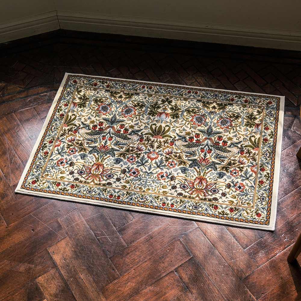 約50×80cm(ベルギー製モリスデザインスタジオ ウィルトン織マット〈いちご泥棒〉)