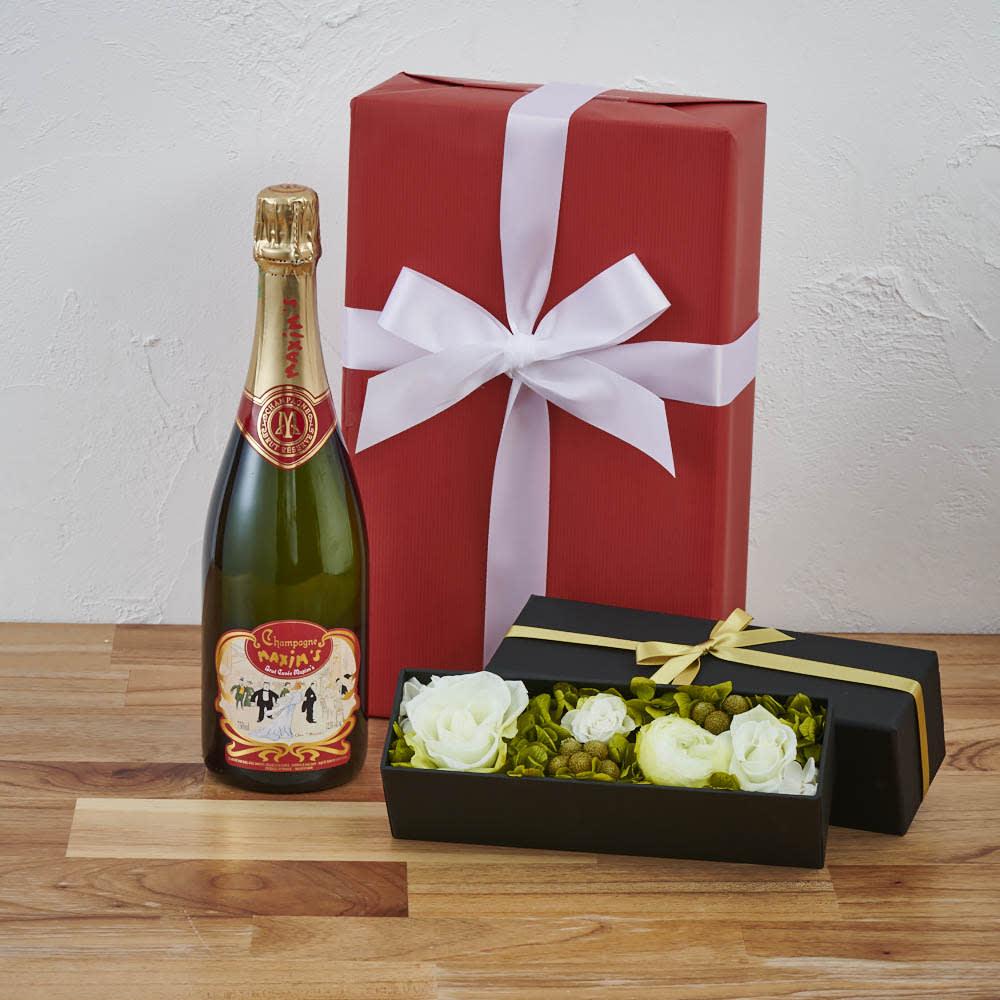 記念品として残せる、エレガントなプリザーブドフラワー付きのワイン。お酒好きな女性におすすめです。<br /><br />プリザーブドボックス(白ローズ)付き シャンパンギフトセット