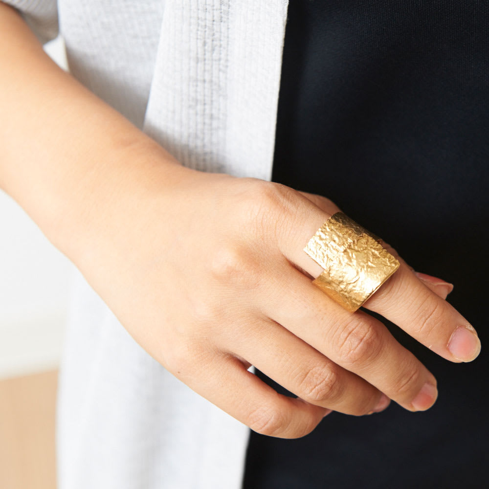 自分にご褒美。ラグジュアリーな錫(すず)ジュエリー<br />NAGAE+(ナガエプリュス)/(10×80mm)TIN BREATH Ring ティンブレスリング ゴールド色
