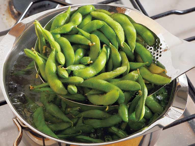 枝豆や野菜などが茹で上がったら�ザルを使わず簡単にすくいあげられます�