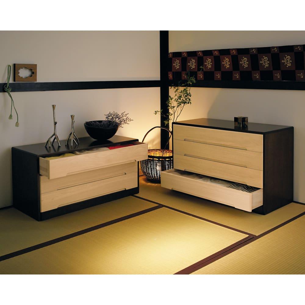 【日本製】総桐モダンクローゼットチェスト 4段 高さ65cm 写真は3段タイプとの組み合わせ例です。 ※お届けは4段タイプです。