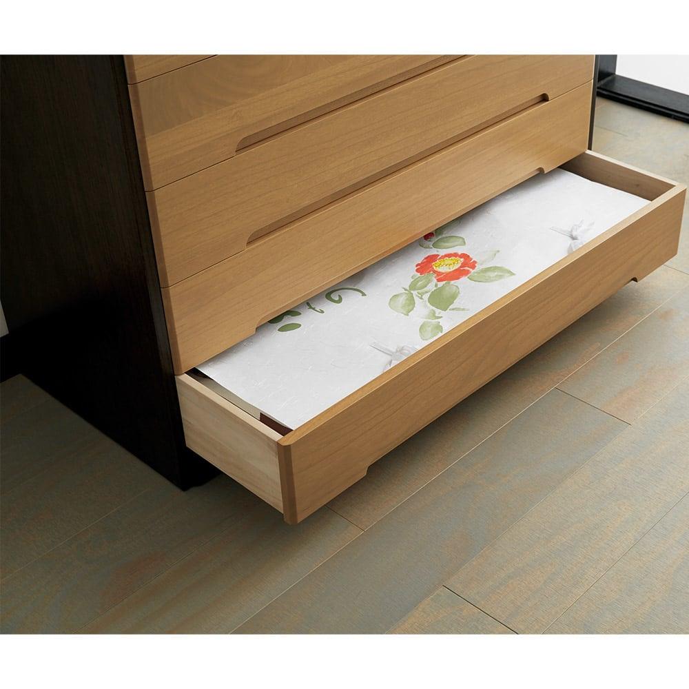 【日本製】総桐モダンクローゼットチェスト 7段 高さ107cm 大判のたとう紙も折らずに収納できます。