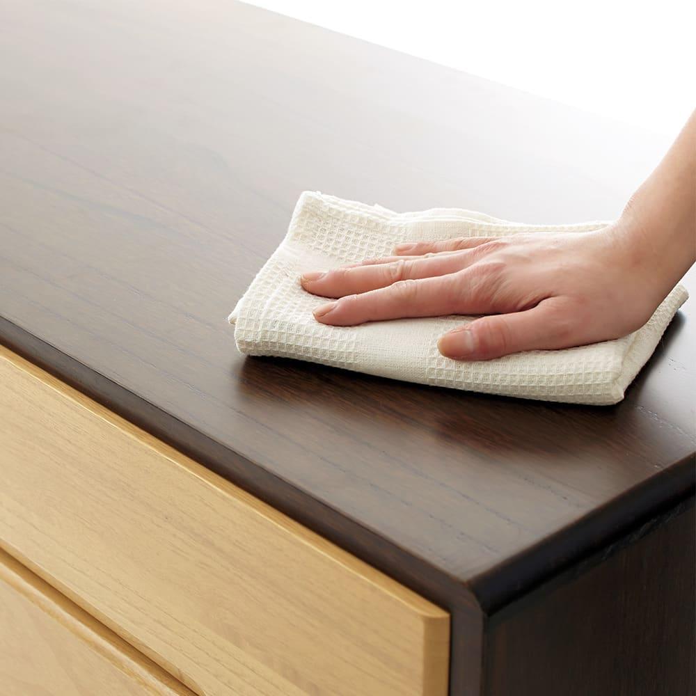 【日本製】総桐モダンクローゼットチェスト 7段 高さ107cm 汚れもサッと拭き取るだけでお手入れ簡単。