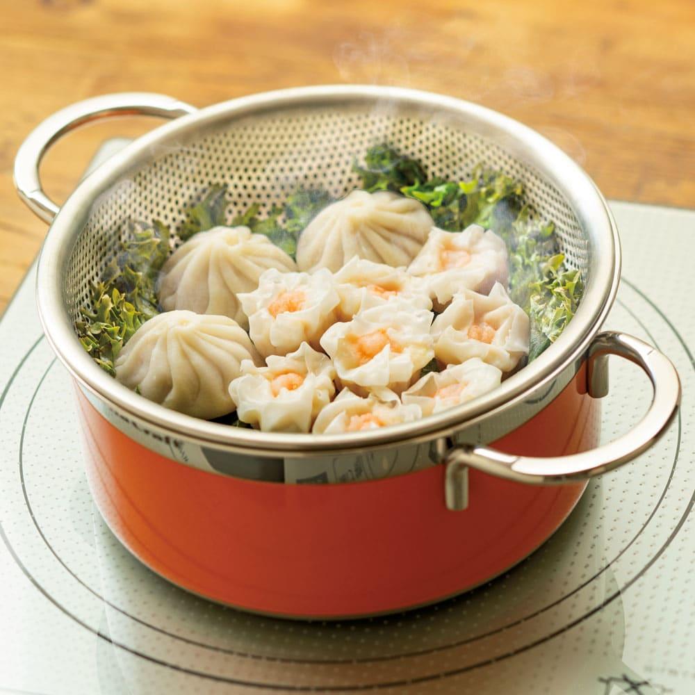 vitacraft/ビタクラフト コロラド4点セット 片手鍋+両手鍋(浅型)+両手鍋(深型)+パンチングザル 蒸す お湯を張った鍋にパンチングザルをのせて、蒸し調理も◎。