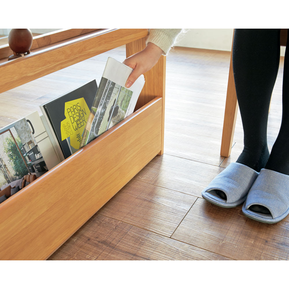 伸長式ダイニングシリーズ お得な6点セット(伸長テーブル大+ベンチ大+チェア4脚) サイドはラック付きで、雑誌やリモコンなどが座ったままで出し入れ可能。