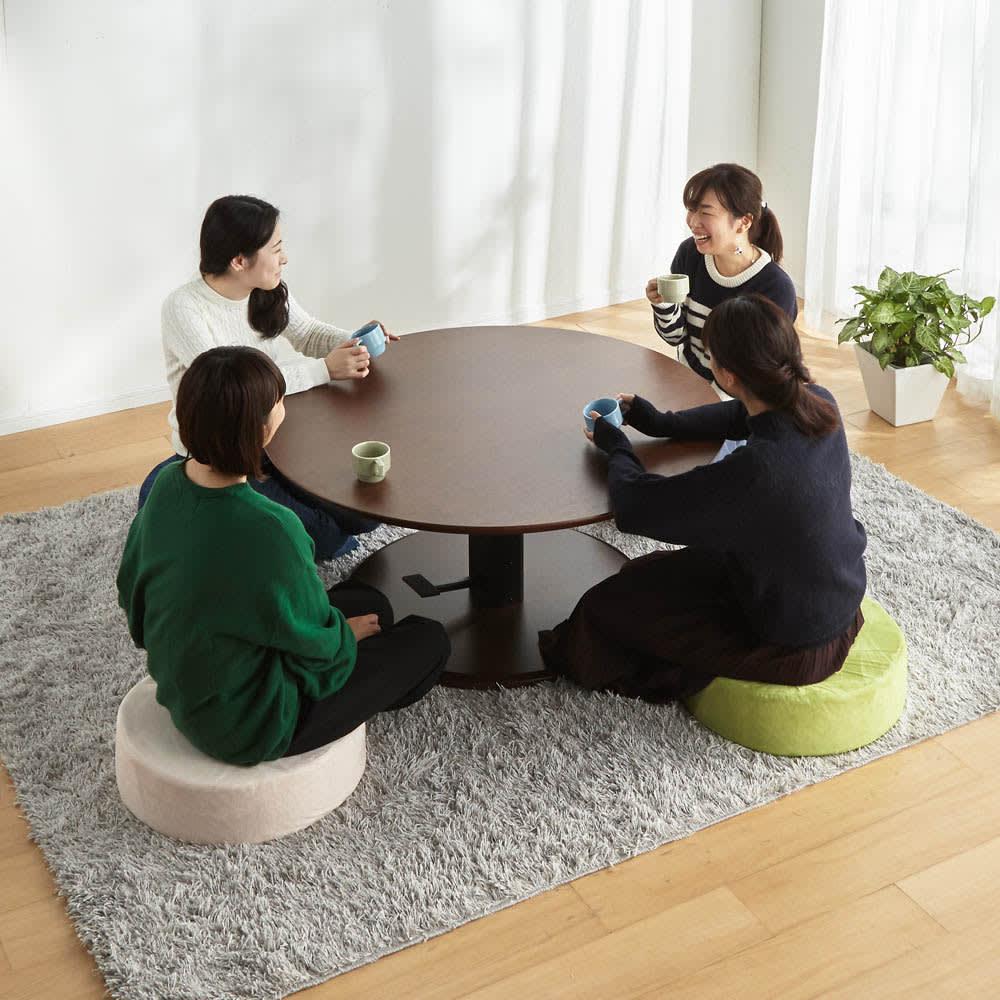 高さ自由自在!カフェスタイルダイニング 丸形昇降テーブル単品・径110cm ダークブラウン クッションを敷いてフロアテーブル・座卓として。 ※お届けは昇降テーブル・径110cmです。※テーブル高さ50cmで撮影