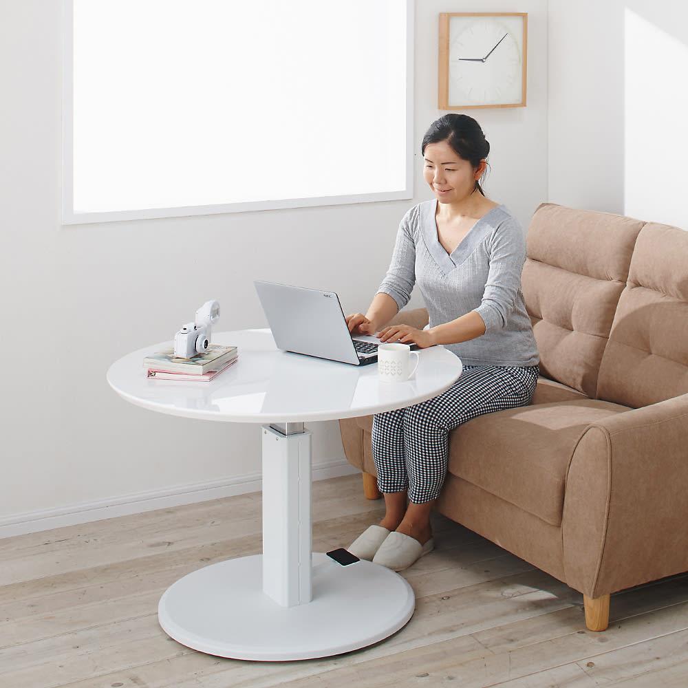 高さ自由自在!カフェスタイルダイニング 3点セット(丸形昇降テーブル径110cm+ラウンジチェア×2) ホワイト ソファ前において、ソファ前テーブル、リビングテーブル、コーヒーテーブルとしても活躍します。