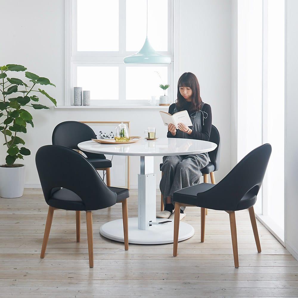 高さ自由自在!カフェスタイルダイニング 5点セット(丸形昇降テーブル径110cm+ラウンジチェア×4) ホワイト コーディネート例(ウ)(座部)ブラック・(脚部)ナチュラル