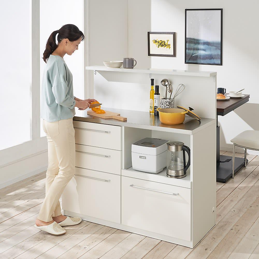 手元が隠せる間仕切りカウンター 幅120cm (ア)ホワイト 天板までの高さが85cmなので、調理がしやすい高さです。