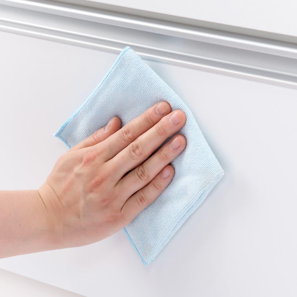 大型レンジが置ける家電収納庫 3段レンジラック・幅60cm 前面は拭き掃除がしやすい素材です。