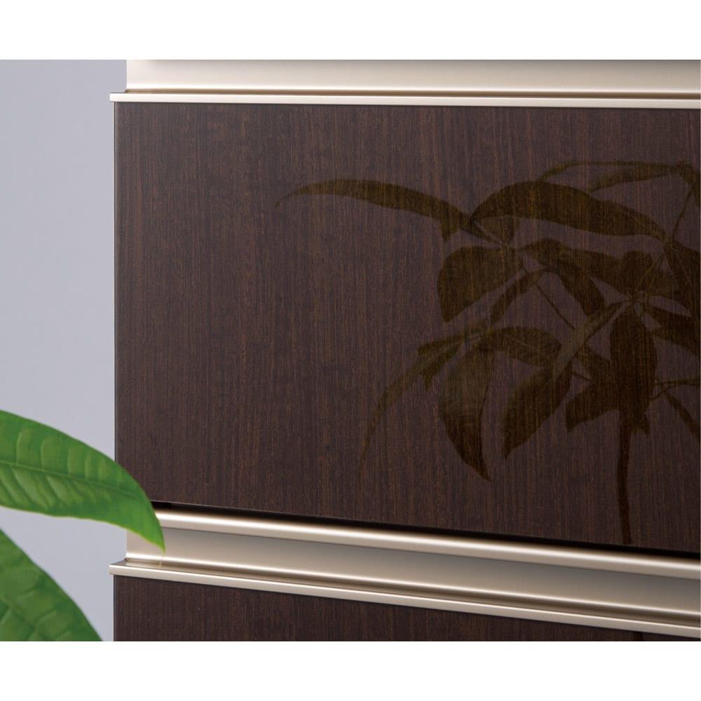 高機能 モダンシックキッチン キッチンボード 幅140奥行51高さ193cm 光沢木目調の前板は汚れ落としも簡単。ツヤ感と木目感で、高級感のあるホテルのラウンジのような雰囲気に。