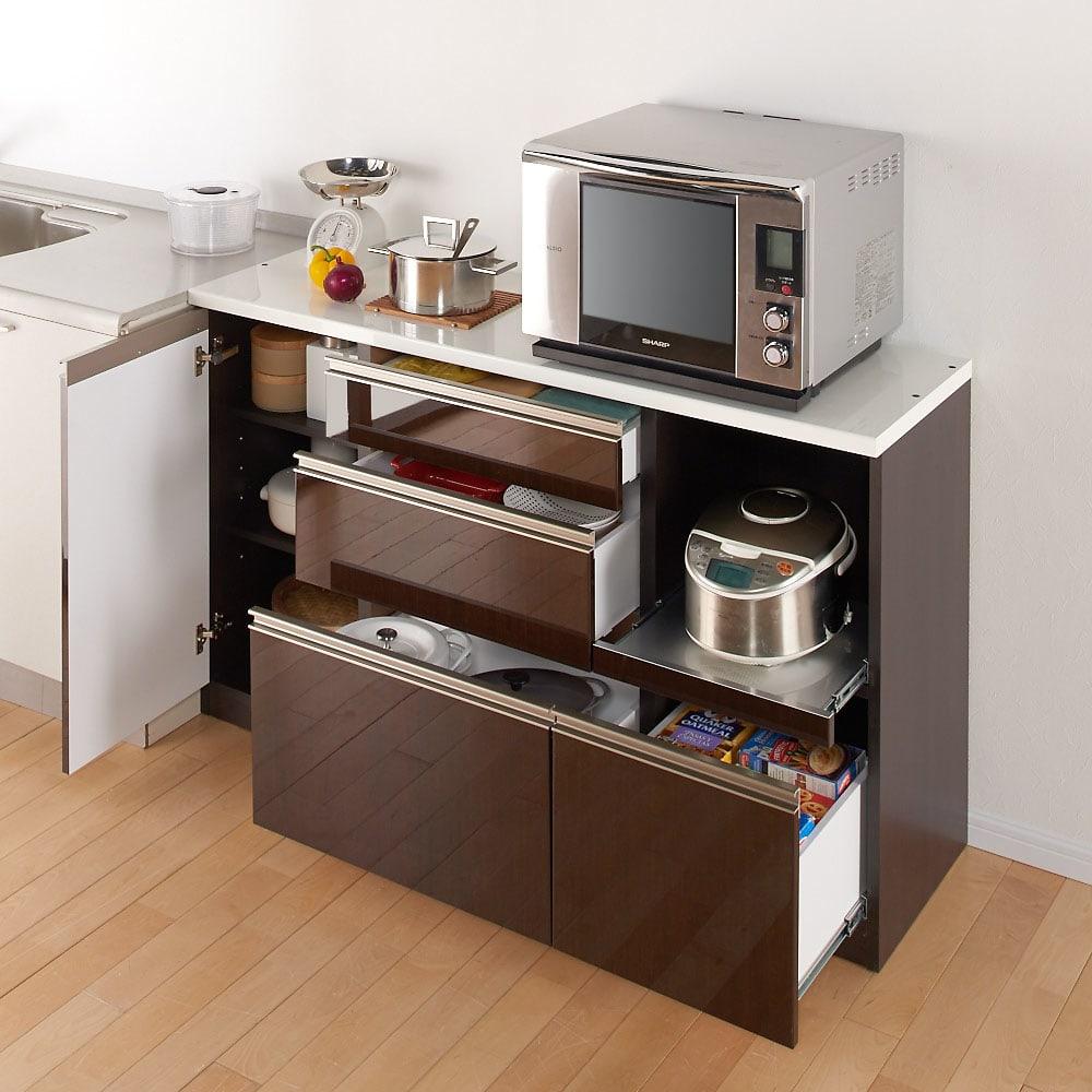 高機能 モダンシックキッチン キッチンカウンター 幅100奥行51高さ85cm ※写真はカウンター幅140奥行45cmタイプです。【シリーズ商品使用イメージ】 カウンター天板は一般的なシンクとほぼ同じ高さ。調理台の延長としても。