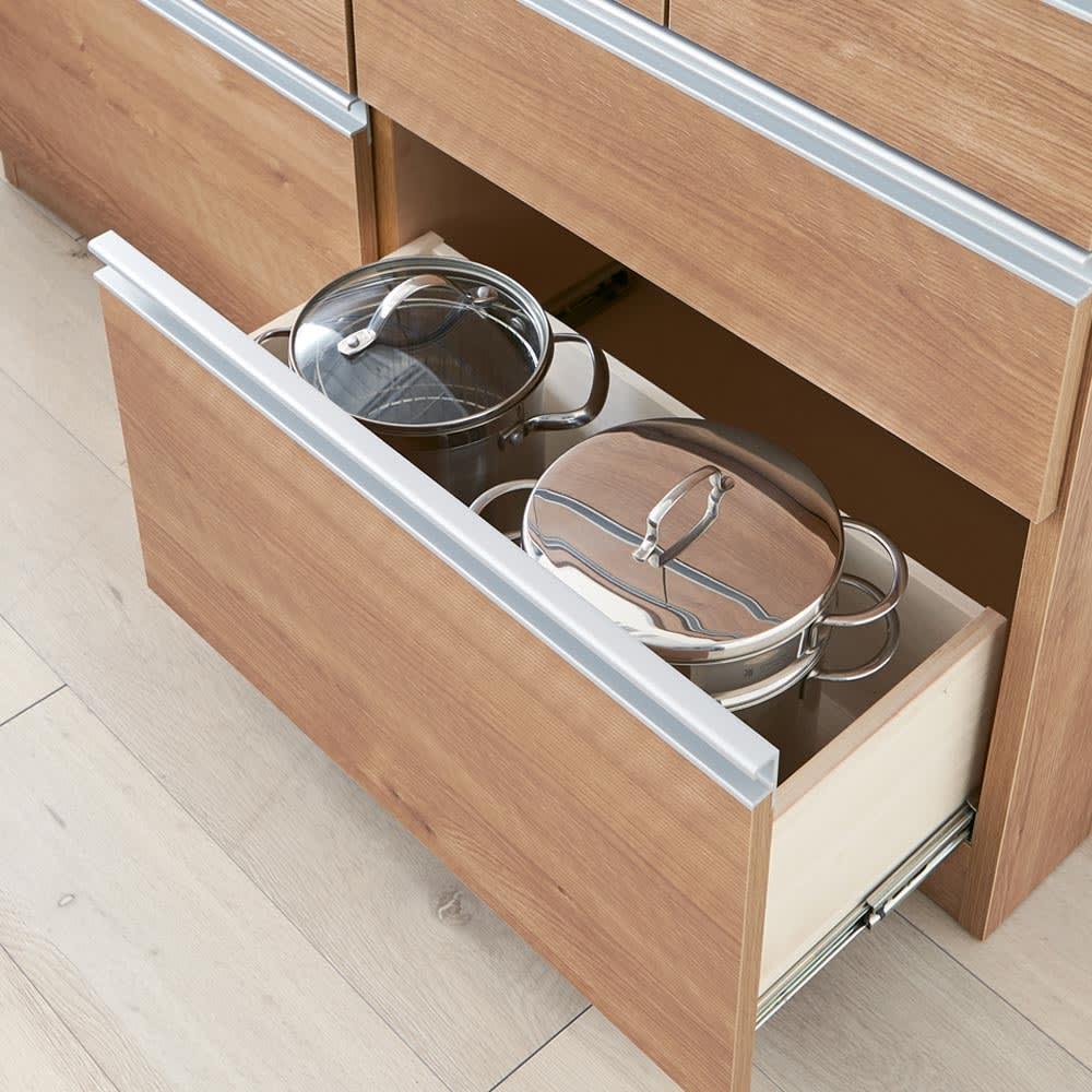 薄型ステンレス天板カウンター 幅120cm お鍋やストック食品など、高さのあるものを入れても開閉ラクラク。