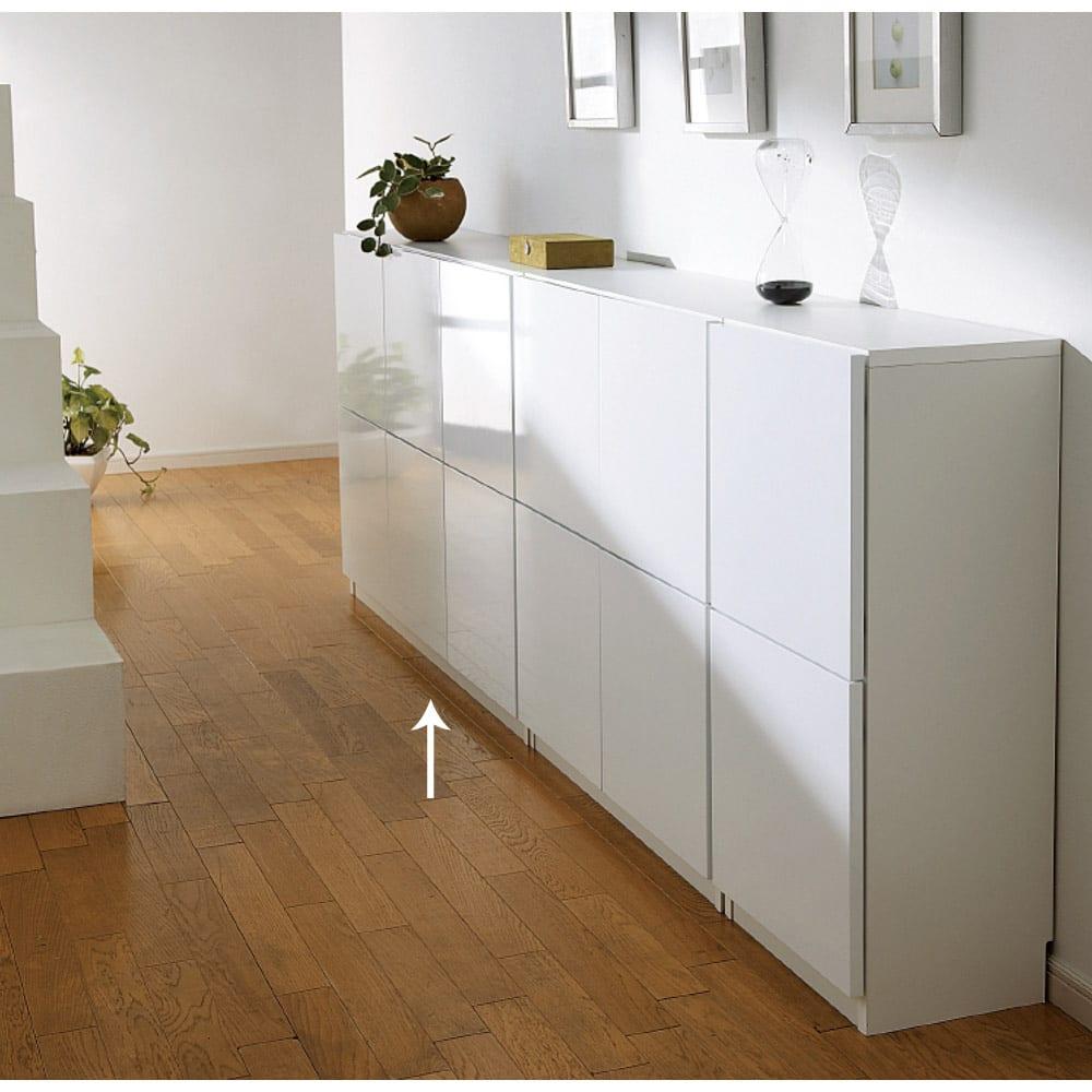 国産!ツヤツヤ光沢が美しい 薄型スクエアキャビネット(奥行22cm) 収納庫・幅120cm リビングにもふさわしい収納。食器、食品などのキッチン収納か本棚(書棚)まで幅広くお使いいただけます。 ≪組合せ例≫ ※写真はチェスト、収納庫幅120です。