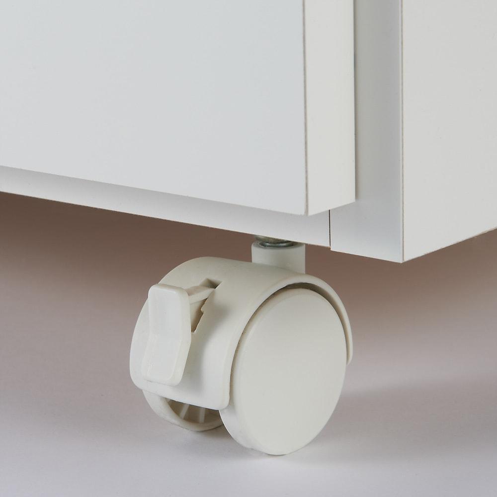 家電たっぷり収納ステンレス天板カウンター 幅149.5cm ストッパー付きのキャスターが2個つき。