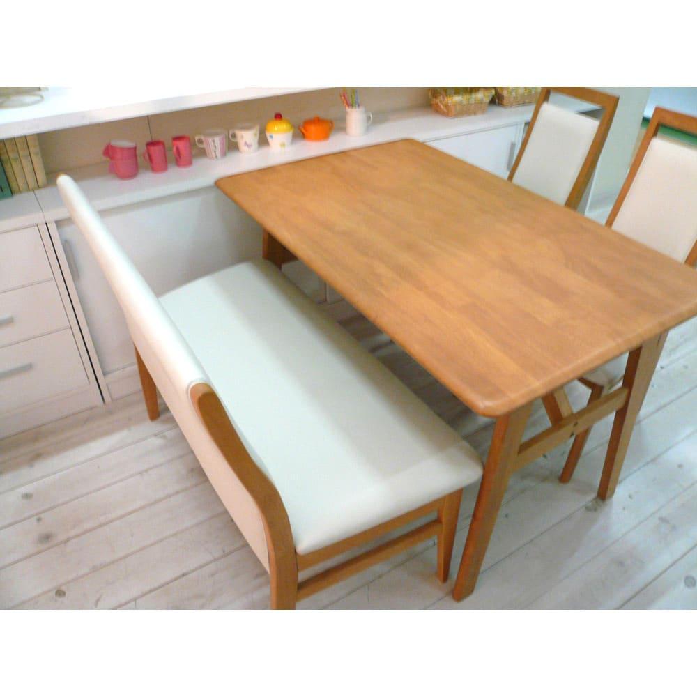引き戸カウンター下収納庫 奥行29.5高さ70cmタイプ オープンラック・幅59.5cm ≪組合せ例≫ 一般的なダイニングテーブルの高さに合わせており、テーブルの延長上でフラットな使い方の提案商品です。