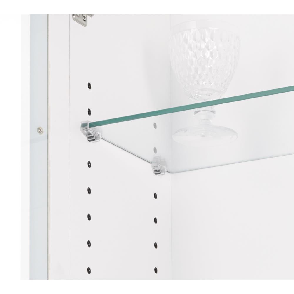 LEDライト付きガラスカウンター 幅139cm(4枚扉) ガラス棚板は3cm間隔で可動。ガタつきにくい仕様です。