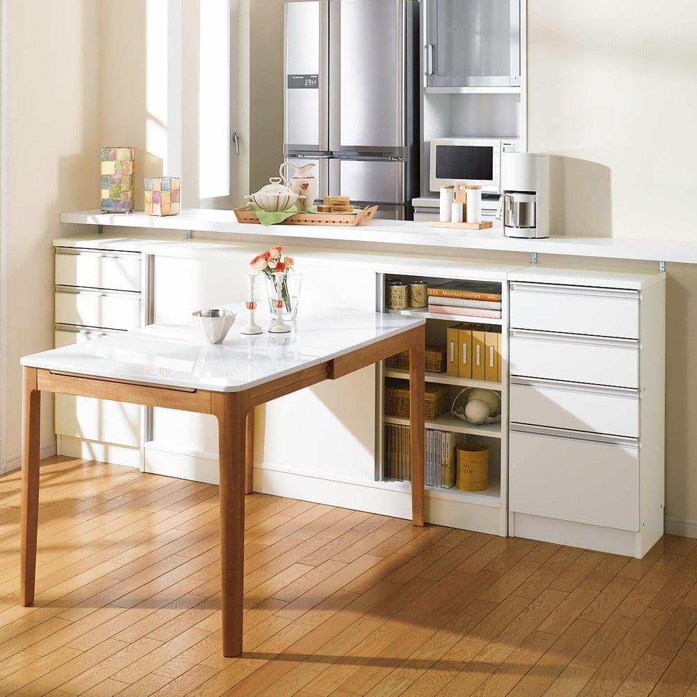 ストレートカウンター下引き戸収納庫 幅120 奥行20cm 薄型タイプ テーブル脇でも出し入れしやすい引き戸式。