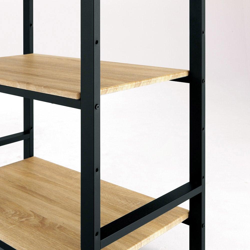 ブルックリン風キッチンラック 5段 幅60cm 【木目調の棚は高さ調節可能】棚板はニュアンスのある木目調。汚れもラクに拭き取れます。全ての棚は組み立て時に14cm間隔で取り付け位置を選べます。