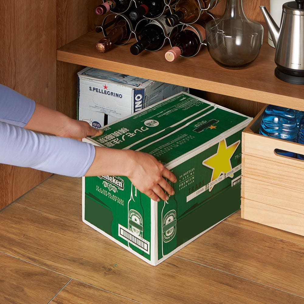 食器からストックまで入るキッチンパントリー収納庫 幅75奥行40cm 最下段は底板がなく重い物もスムーズに取り出せます。