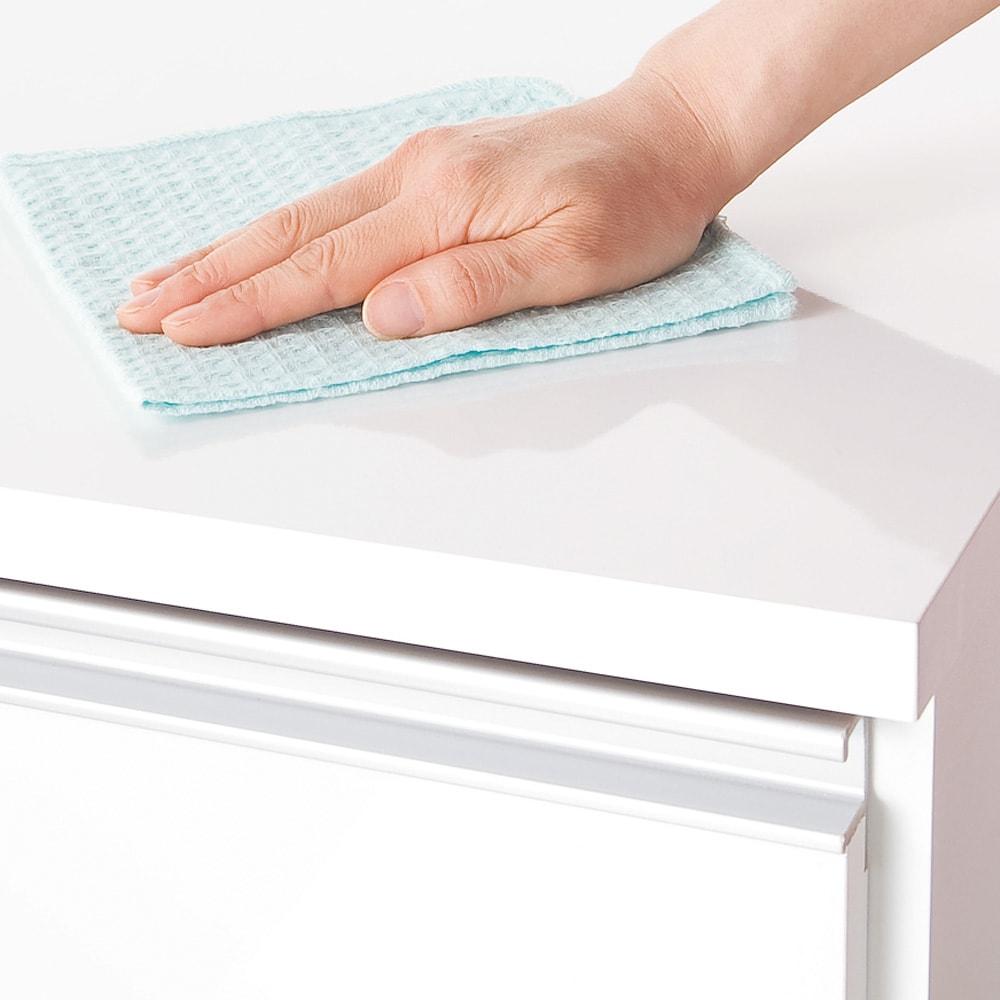 間仕切りキッチンカウンター カウンターデスク 幅120cm 天板・前面は傷や汚れに強く、美しい光沢仕上げ。