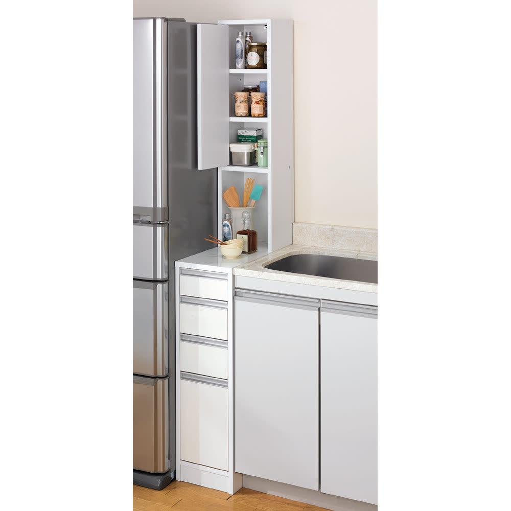 水ハネに強いポリエステル仕様 キッチンすき間収納庫 奥行55cm・幅20cm ハイタイプ すっきりとした印象のフラットタイプ。 狭いキッチンでは出っ張りがないので◎※写真は幅25cmタイプです。