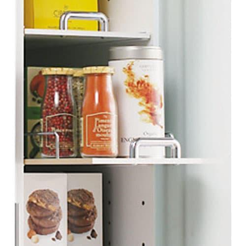 上品な清潔感のあるアクリル扉のキッチンすき間収納 幅20cm・奥行44.5cm 収納している物が落ちにくい落下防止バー付き。