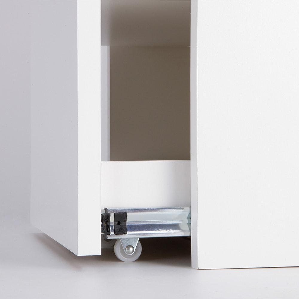 左右どちらからも取り出せる すき間スライド食器棚 ロータイプ 幅45奥行46.5cm キャスター付きでスムーズに引き出せます。