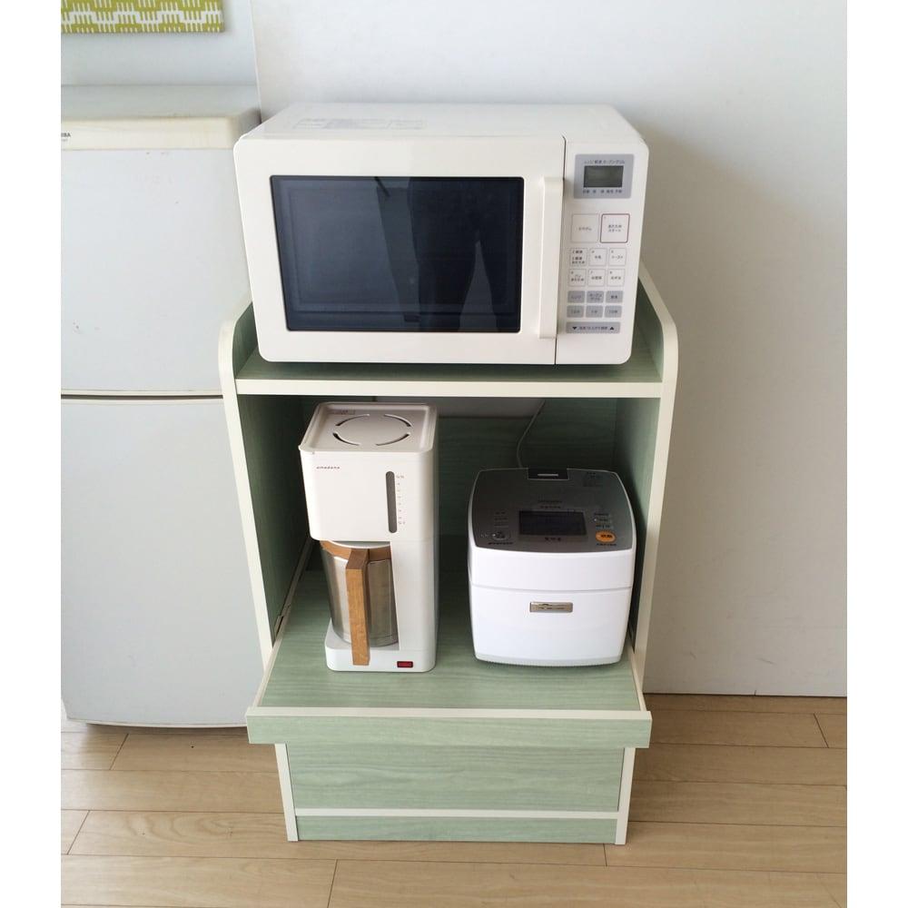 キッチン収納ミニ食器棚シリーズ レンジ台小(高さ90.5cm) 蒸気の出る家電類を使う時はスライドテーブルを引き出してご使用ください。